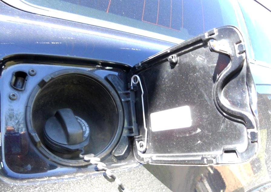 Картинки по запросу чтобы топливо могло расширяться при нагреве. в бензобаке авто