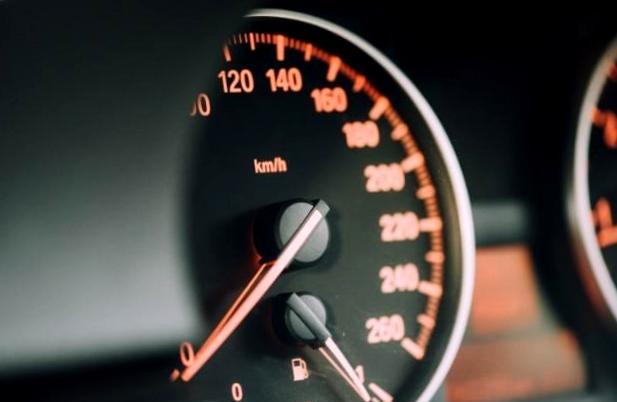 Картинки по запросу Езда на низких оборотах мотора – вред или польза