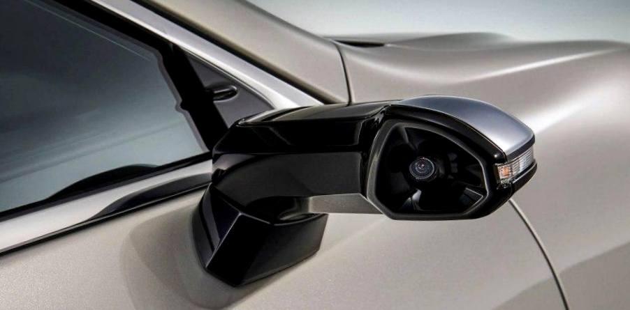 У Lexus ES теперь камеры вместо зеркал