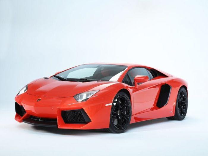 Lamborghini Aventador имеет хитрые двери.