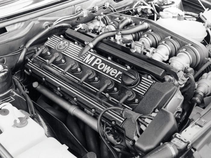 Двигатель BMW M5 очень тихий.