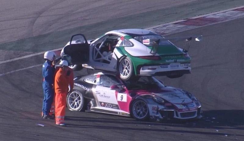 Гоночный Porsche припарковался на крыше соперника (видео)