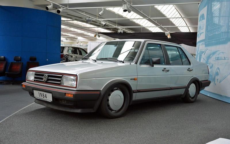 https://www.autocentre.ua/wp-content/uploads/2020/04/16-ronan-glon-volkswagen-museum-1984-irvw-iii-7.jpg