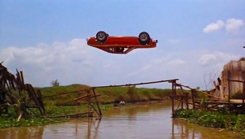 Как выглядят самые страшные трюки на автомобиле?