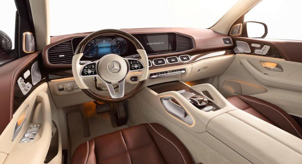 Mercedes показал первый серийный кроссовер Maybach