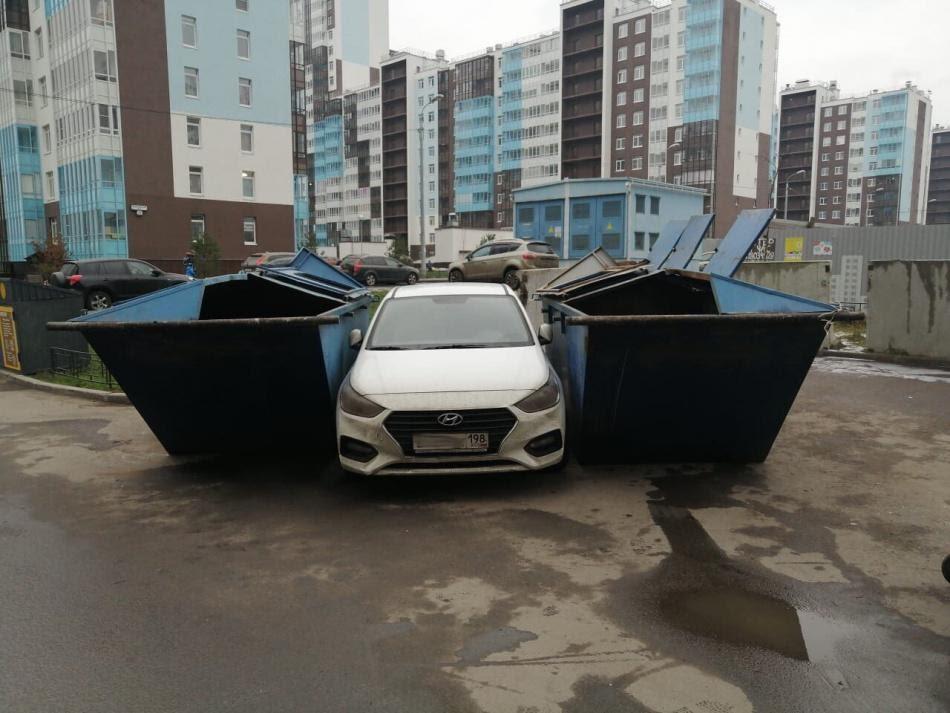 Санкт-Петербург | На Комендантском водитель мусоровоза проучил ...