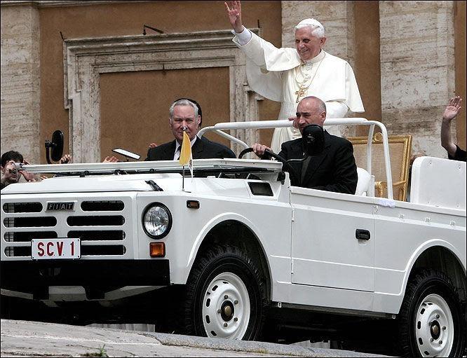 Исторический «папамобиль» пополнил коллекцию Ватикана