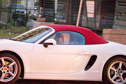 Завидный гараж Леди Гага и... о чудо! Она водит гоночный ...