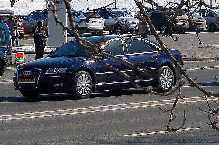 13 автомобилей и трактор из автопарка Лукашенко