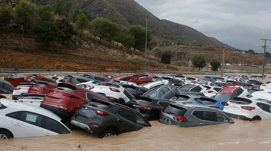 Испанию накрыл сильнейший за последние сто лет ураган | Новости ...