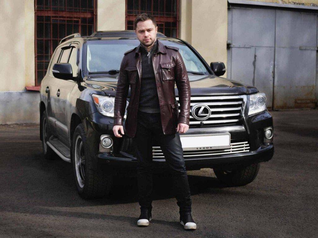 """Автомобили Кузи из """"Универа"""": на чём ездит актёр Виталий Гогунский ..."""