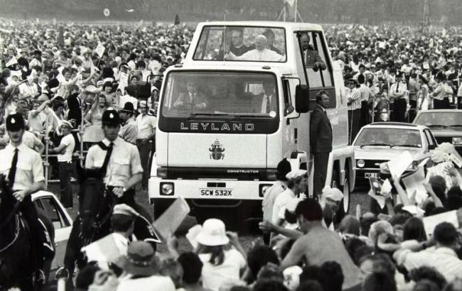Все автомобили Папы Римского - от микролитражки до грузовика