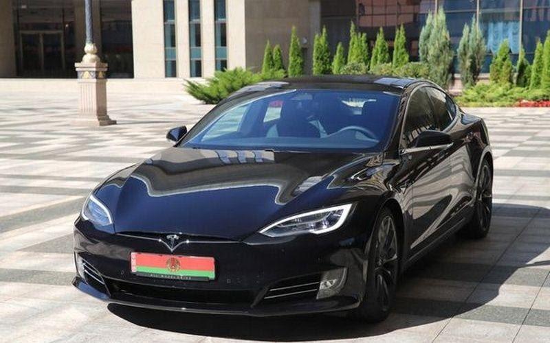 Стало известно, откуда у Лукашенко Tesla за 165 тысяч евро ...