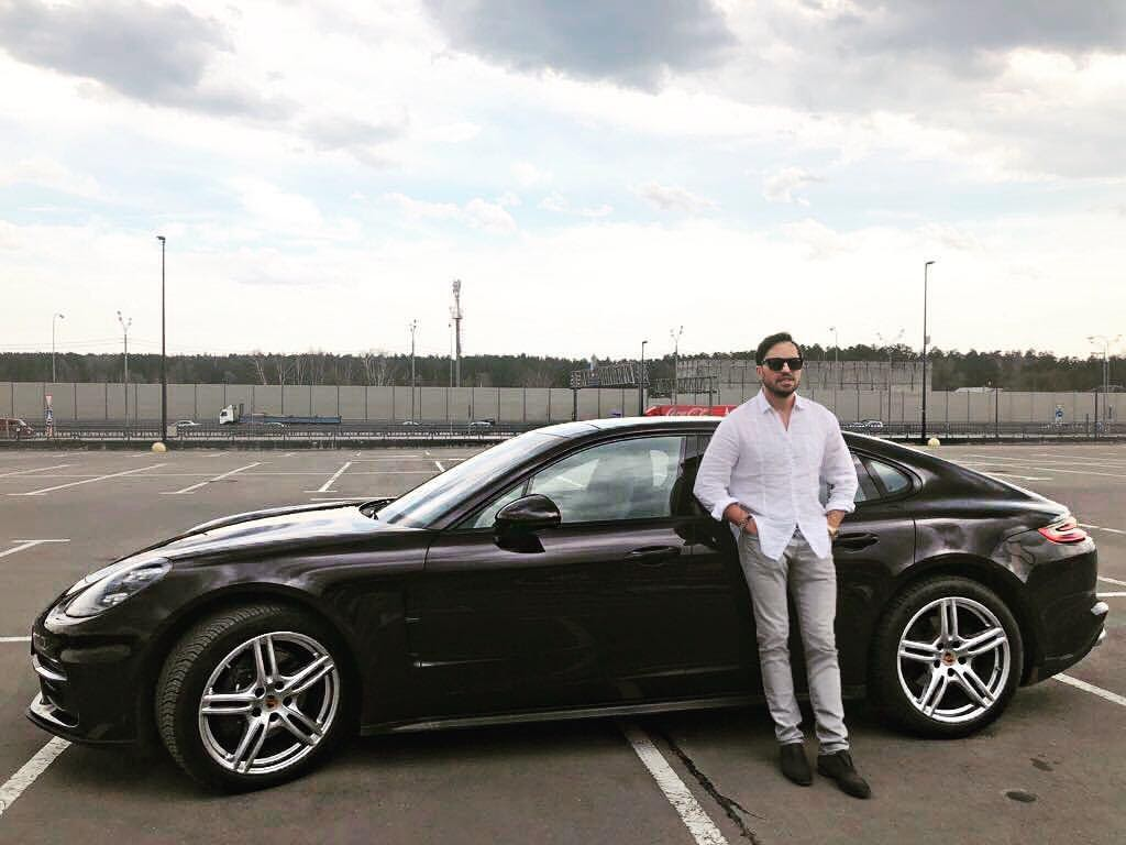 Какая машина у Александра Реввы - на чем ездит шоумен, подборка фото
