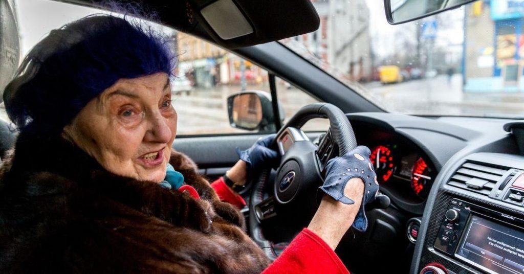 81-letnia kobieta mistrzynią kierownicy i... ciętej riposty. Tak ...
