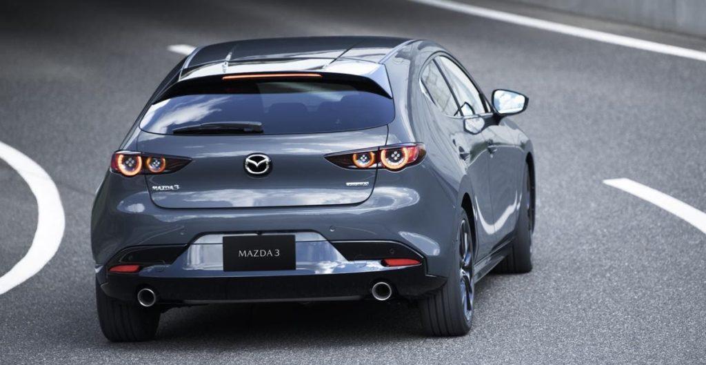 Новая Mazda 3: полный привод и балка сзади — Авторевю