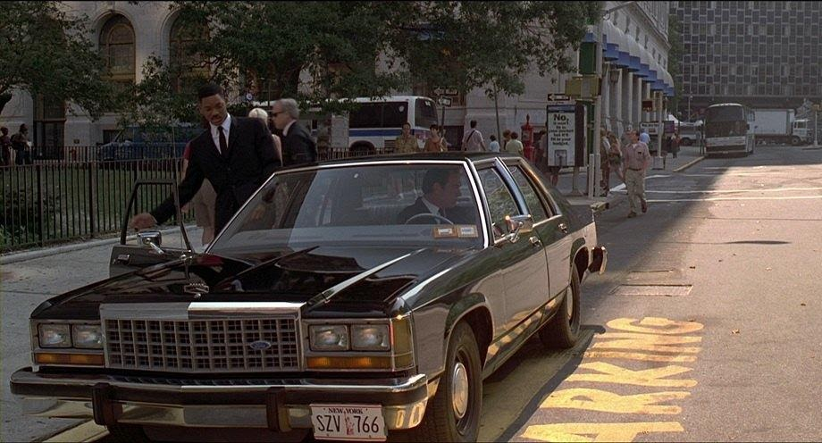 "IMCDb.org: 1986 Ford LTD Crown Victoria in ""Men in Black, 1997"""
