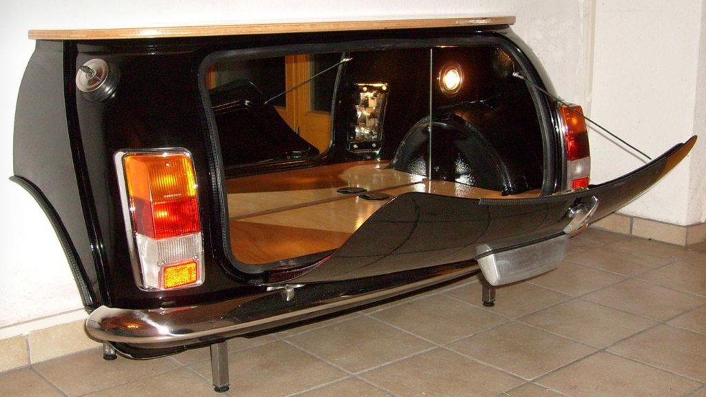 Диван, камин и столик для гостиной: как машины превращают в мебель
